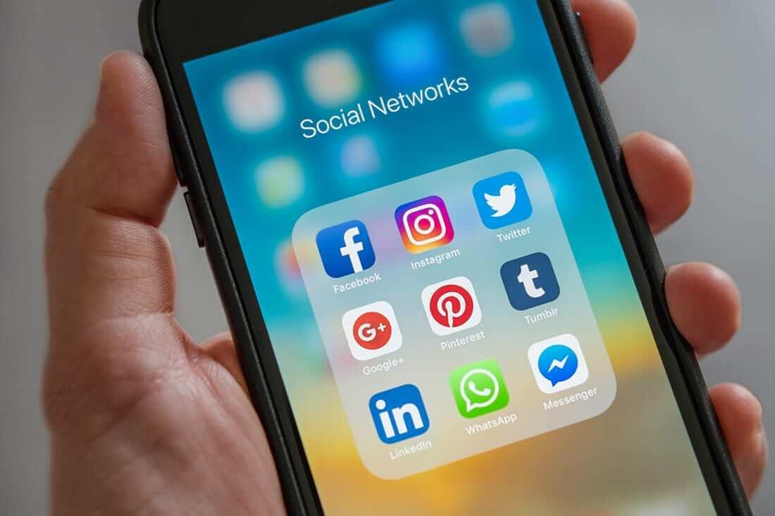 Different social media apps on mobile